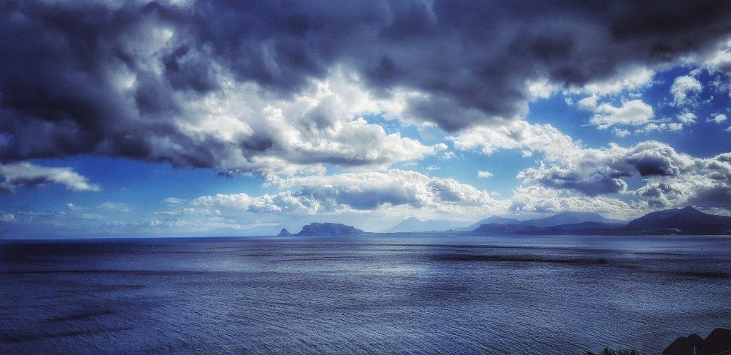 mezzogiorno sull'inverno del golfo di Palermo ©Ljus av Balarm