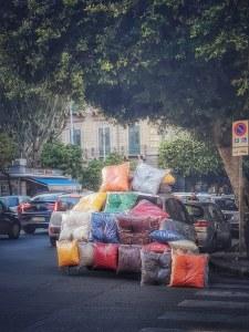 Cuscini in vendita al centro di Palermo